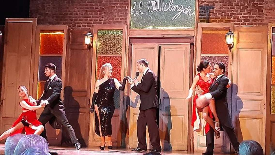 The best Montevideo Dinner Show. Tango and Candombe.