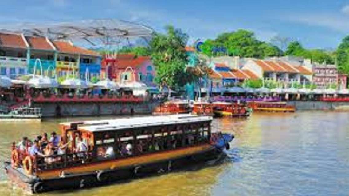 Singapore River and Seafood Dinner Walking tour