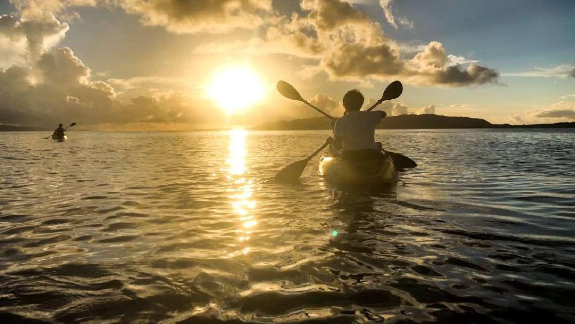 サンセット&ナイトカヤックツアー 石垣島西部のマングローブ林「名蔵アンパル」から夕陽と星空両方満喫<市街地ホテル送迎選択可/当日16時まで予約可>