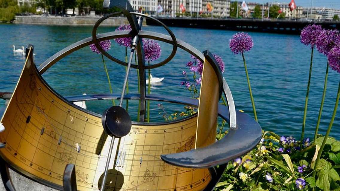 Fun Discovery Walk in Geneva's Lake Area: green spaces and curious statues
