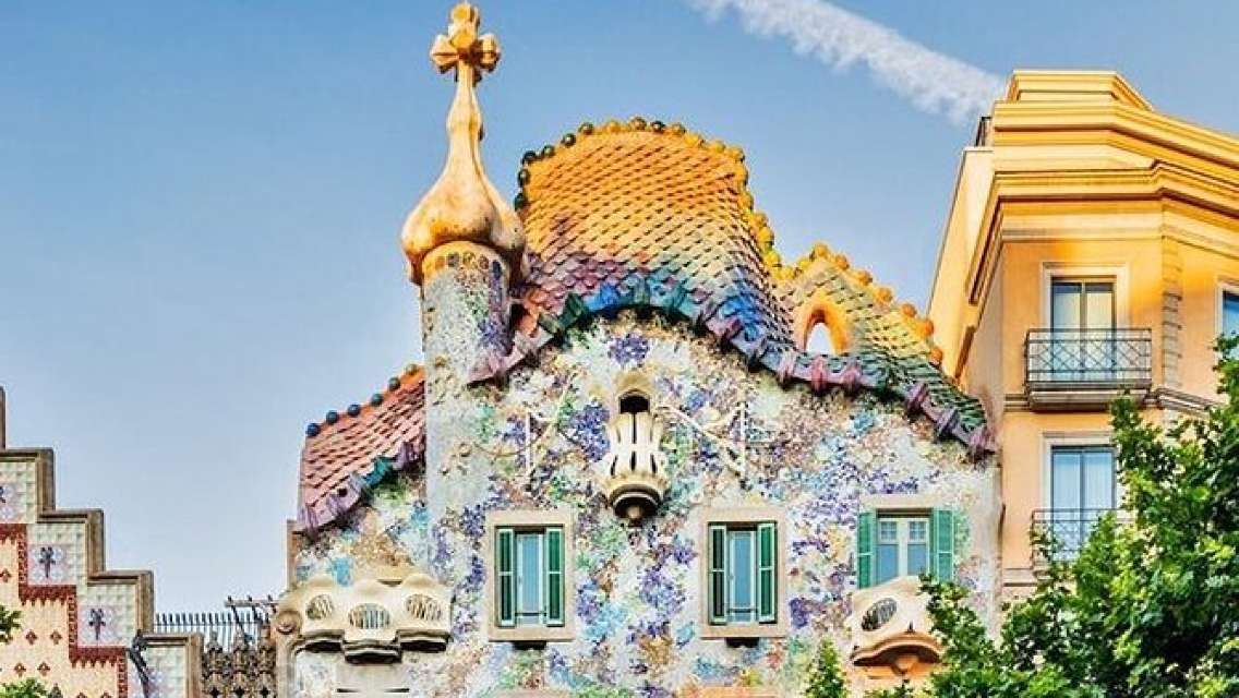 Casa Batlló & Skip-the-line Tour with Official Guide and explanations inside