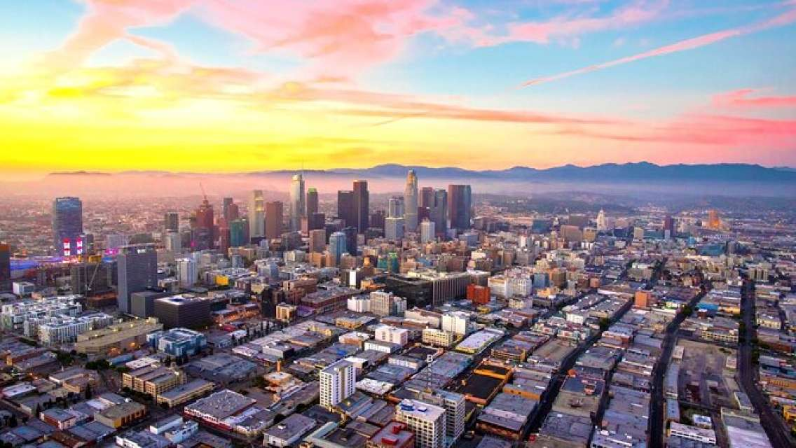 Private Helicopter Tour of Beaches & Downtown Los Angeles from Long Beach