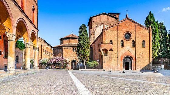 Walking tour unveiling Bologna