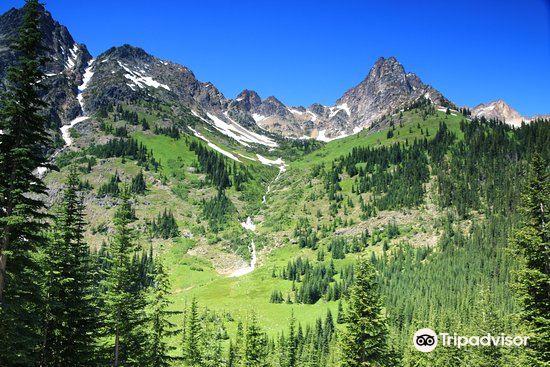 Washington Pass Overlook