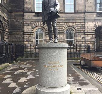 Statue James Braidwood