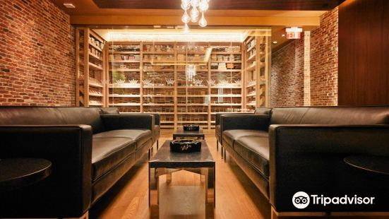 Ashton Cigar Bar