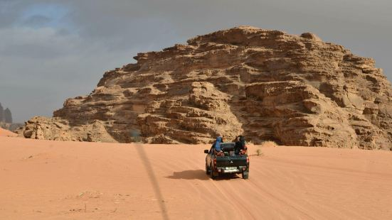 【拉姆山】位於瓦迪拉姆保護區的一片沙漠腹地,而拉姆山則是沙姆