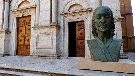 皮恩扎现在的城市格局和建筑,基本是由教皇庇护二世钦定的-因为