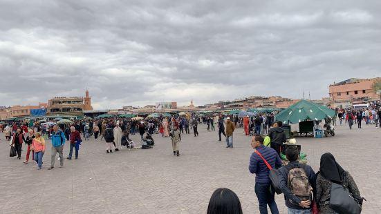 2019年3月7日来的。这是露天市场与库图比亚清真寺就隔着一