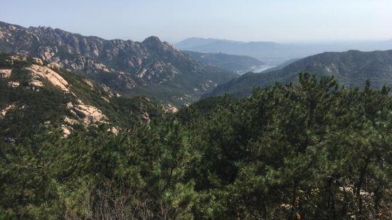 值得一去,自然风光优美,是一个自驾游的好去出。进山之后一路前