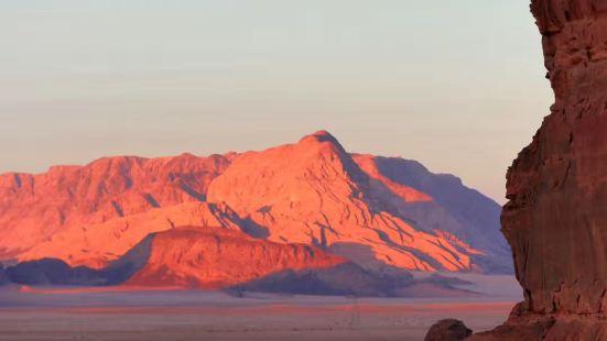 夕陽下的瓦迪拉姆,顯得更加像別一個星球,怪不得電影,火星救援
