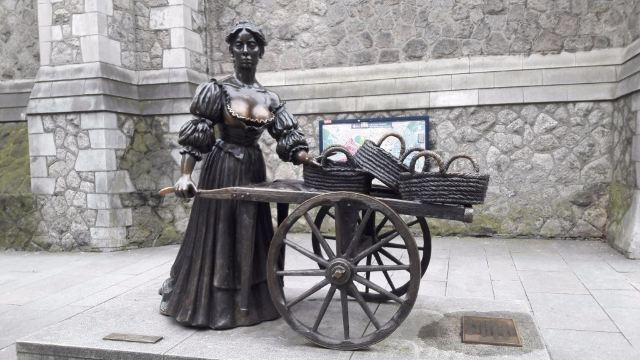 Molly Malone Statue Dublin