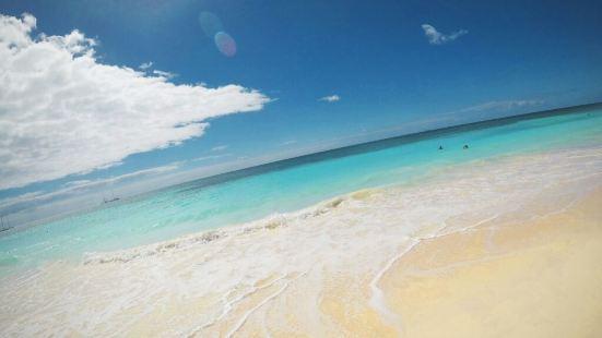 博卡奇卡海灘是聖多明戈的一張名片,海灘真的很漂亮,沙質潔白柔