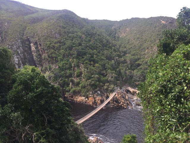 風暴河懸索橋