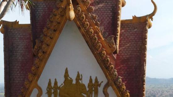 柬埔寨农沙帕山最主要3个景点:1. 山顶 (寺院及周边山下风
