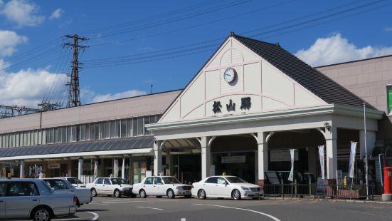 마쓰야마 역은 마쓰야마시에있는 JR 역이지만, 근처에