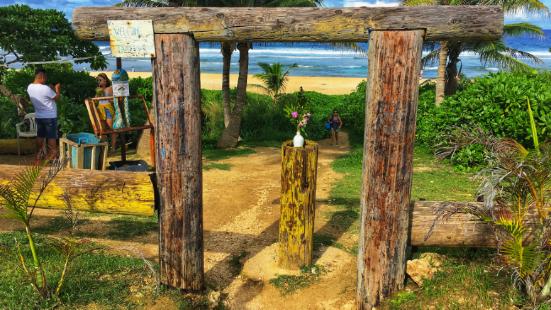 路经坦克海滩,逛了一圈就出来了,原本只打算买个椰子喝顺便休息