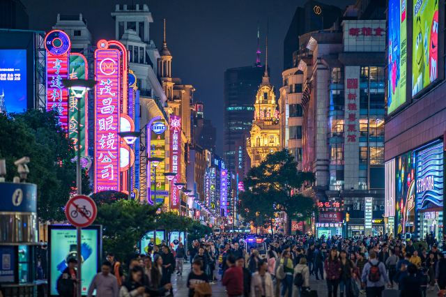 With Tens of Thousands of Visitors, Just Why is this Internet Celebrity Street So Popular?