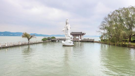 Dongqian Lake Xiaoputuo