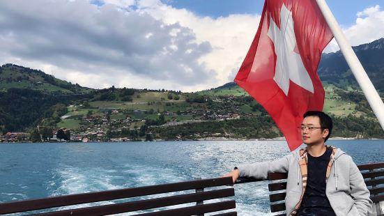 """瑞士大大小小的湖泊有1500多个,但举世闻名的当属""""上帝双眼"""