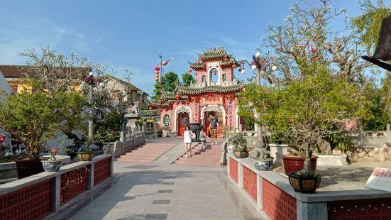 福建会馆是占地比较大的华人建筑了。又名金山寺。里面供奉的是天