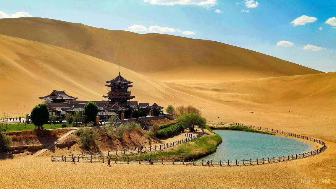 Private Day Tour in Dunhuang: Mogao Grottoes, Singing Dunes and Crescent Moon Spring