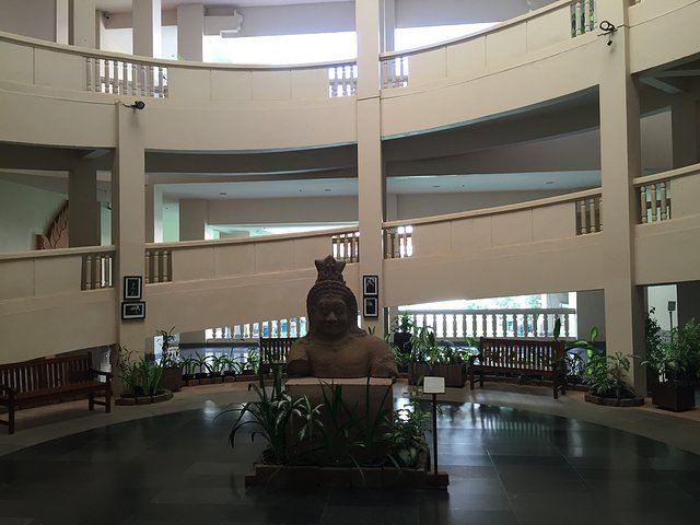 크메르 국립 도자기 공예 센터