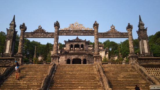 启定皇陵是顺化皇陵当中规模最小的一座,但无疑却是最具特色的一