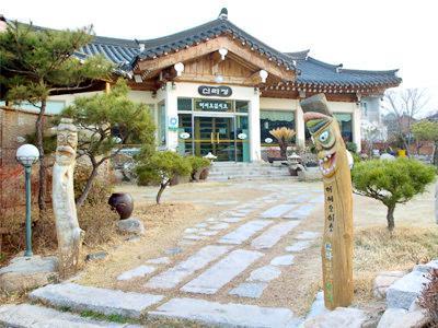 Kyongju Folk Craft Village