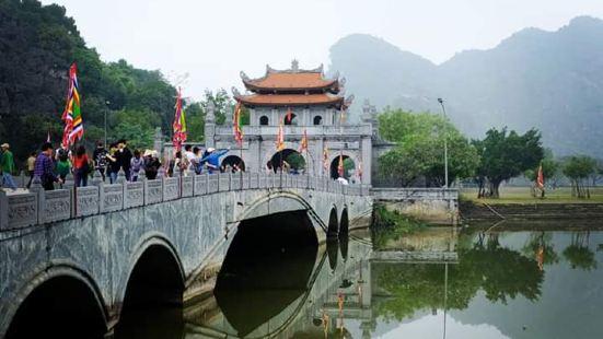 华闾古都是越南第一个统一的王朝丁朝及前黎朝的政治首都,位于河