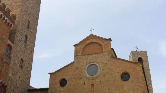 圣吉米尼亚诺有很多塔楼,格罗萨塔楼是最高的一个,可以买票登塔