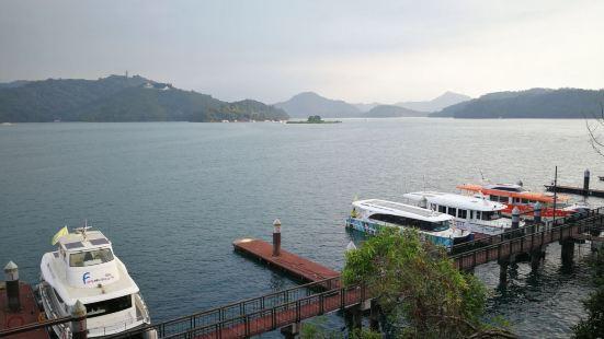"""拉鲁岛在日月潭水库中央,是重要的地标,邵族语是""""心中圣岛""""之"""