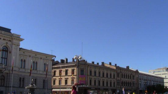 Tampere在芬兰算是除了首都以外较大的城市,中心广场上有