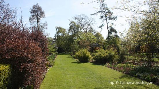 NT Courts Garden