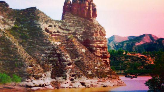 现在的炳灵寺石窟周边的黄河三峡刘家峡库区的水已经没有我04年