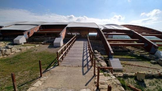 库里安古遗址是利马索尔城西19公里处是库里翁考古遗址,这里是