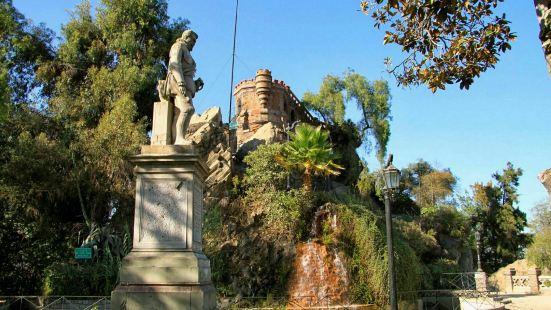 智利圣地亚哥的圣塔路西亚山有着非常悠久的历史。在山上是当时殖
