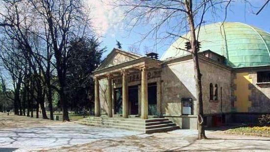 尤立科·赫依頗利天文館