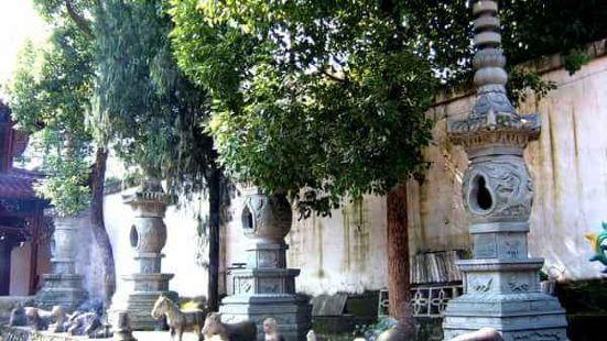 靈鷲寺石塔