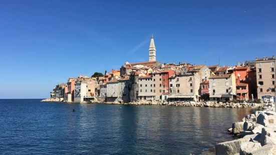 这个小镇还是蛮惊艳的,一个和威尼斯遥遥相望的前意大利小镇。直