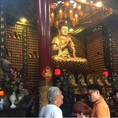 Chua Van Phat - Temple of Ten Thousand Buddhas User Photo
