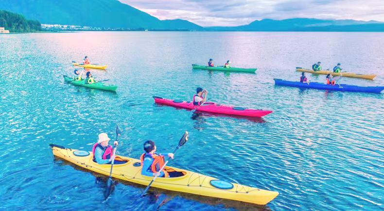 Kayaking Roaming Erhai Lake