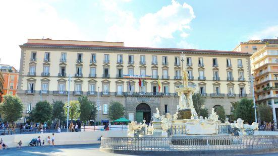 拿坡里市政廳廣場