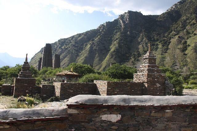 秀巴千年古堡群