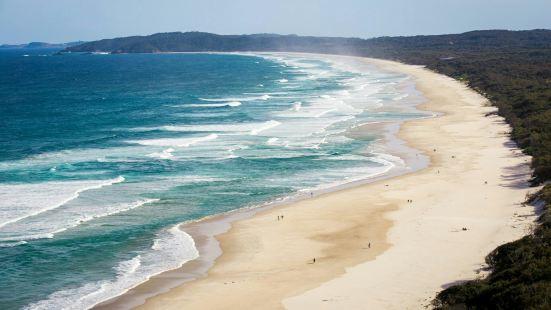 拜伦湾是东澳大利亚最美丽的地方,而这里的主海滩,又是整个海关