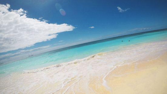 聖多明戈的博卡奇卡海灘景色真的非常的漂亮,這裏的沙灘十分的潔
