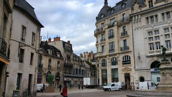 格朗吉爾建築和廣場