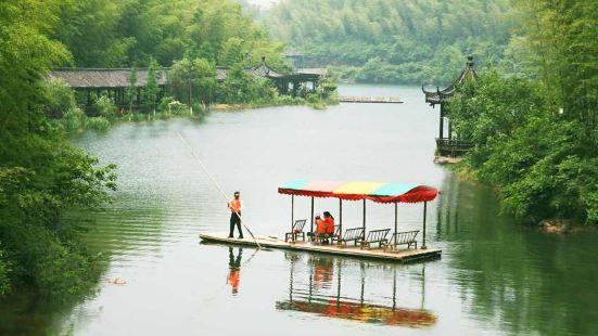 静湖娱乐区带给人一片眼前的豁然开朗,一份洒脱就在脚下的悠然之
