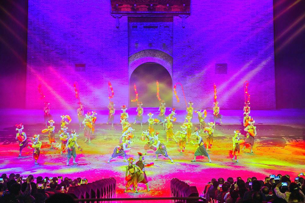"""No.1 Town — Da Shu Hua Molten Iron Throwing Performance"""