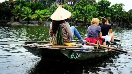 陆龙湾位于宁平,离河内约两小时车程。是旅客会特别安排造访的知